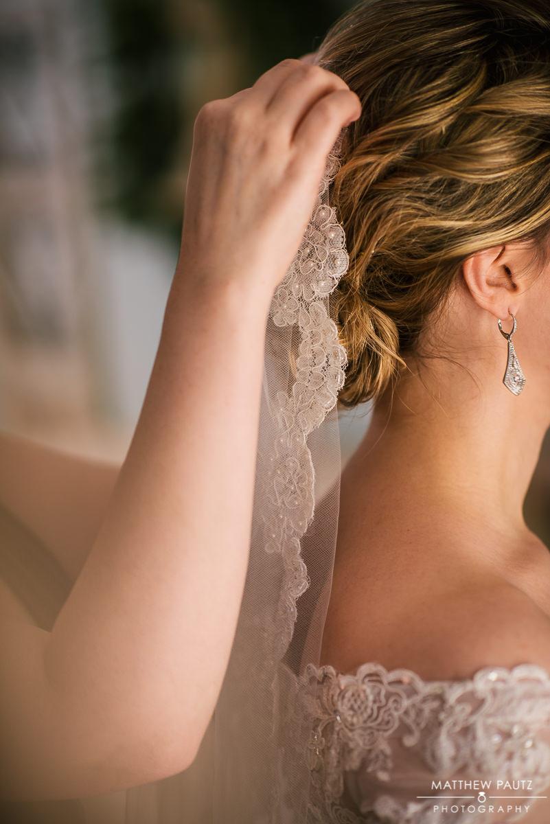bride having veil put in hair